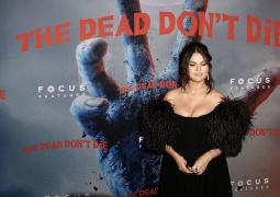 《丧尸未逝》纽约首映礼 傻脸赛琳娜秀傲人上围