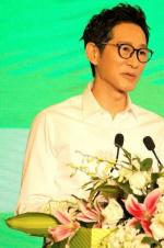 王劲松怒斥年轻演员:背台词能被表扬?多不要脸
