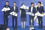 """6月16日,電影《攀登者》在上海舉辦了""""登峰時刻""""發布會。影片出品人任仲倫、監制徐克、編劇兼導演李仁港、編劇阿來、領銜主演吳京、章子怡、張譯、井柏然、胡歌、何琳、陳龍、劉小鋒、曲尼次仁、拉旺羅布,以及攀登英雄桑珠、夏伯渝組成最強""""攀登者聯盟""""出席活動。"""
