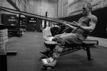 《邦德25》曝幕后照 007丹尼尔·克雷格带伤训练