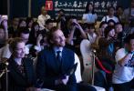 "BAFTA首席執行官阿曼達·貝瑞爵士(Amanda Berry OBE)攜英國演員""抖森""湯姆·希德勒斯頓及Yu Holdings創始人兼首席執行官余晚晚共同宣布""英國電影電視藝術學院展奕計劃(中國)(BAFTA Breakthrough China)""正式啟動。"