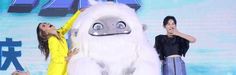 《雪人奇缘》定档10.1 张子枫把角色比较家养柴犬