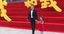 欧豪携手小朋友合唱《我和我的祖国》 共同祝福祖国繁荣昌盛