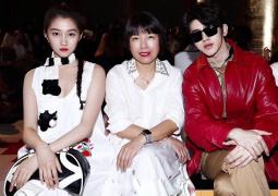 蔡徐坤亮相米兰时装周看秀 与关晓彤同框男帅女靓
