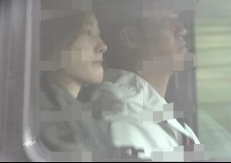 王丽坤与新男友现身民政局 疑似领证后难掩喜悦