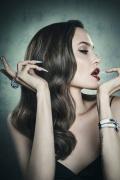 《沉睡魔咒2》时尚大片释出 朱莉、范宁美的精致