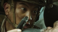 """《红海行动》""""爆破手""""杜江冒着生命危险,解除人肉炸弹"""