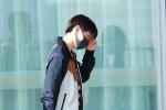 狂野男孩藏起来了? 王俊凯现身机场变回乖乖崽