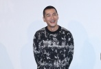 """《南方车站的聚会》公映两周,目前累计票房近2亿。12月15日晚,影片在北京举行""""After Party""""路演活动,导演刁亦男携演员胡歌、黄觉出席。"""