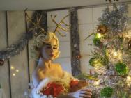 过分美丽!水果姐曝圣诞写真 个性眼妆发量惹人羡