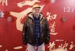 12月17日晚,电影《只有芸知道》在北京举行首映。活动伊始,导演冯小刚就先念了一串长长的影人名单,感谢成龙、张国立邓婕夫妇、顾长卫蒋雯丽夫妇、管虎梁静夫妇、贾樟柯、李少红、郭帆、张涵予、李晨、王宝强、张一山、郑爽等数十位电影人及圈中好友到场观影并为影片助阵。
