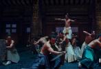 12月20日,备受瞩目的神话史诗电影《封神三部曲》发布先导预告片。该预告片时长为30秒,共呈现14个影片中的精彩片段,众多经典角色悉数登场,虽然只是惊鸿一瞥,却是高潮迭起,悬念丛生。堪称华语电影钜制的《封神三部曲》此次一展真容的同时,也击响了出征2020年大银幕的战鼓。