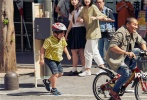 """由陈思诚编剧、执导的电影《唐人街探案3》即将于2020年大年初一上映。12月20日,电影曝光一支""""喜卷东京""""特辑,拥有""""全球最繁忙十字路口""""的涩谷、""""日本最著名商业区""""新宿、""""二次元圣地""""秋叶原……鲜少在世界电影中出现的知名地标被一网打尽。"""