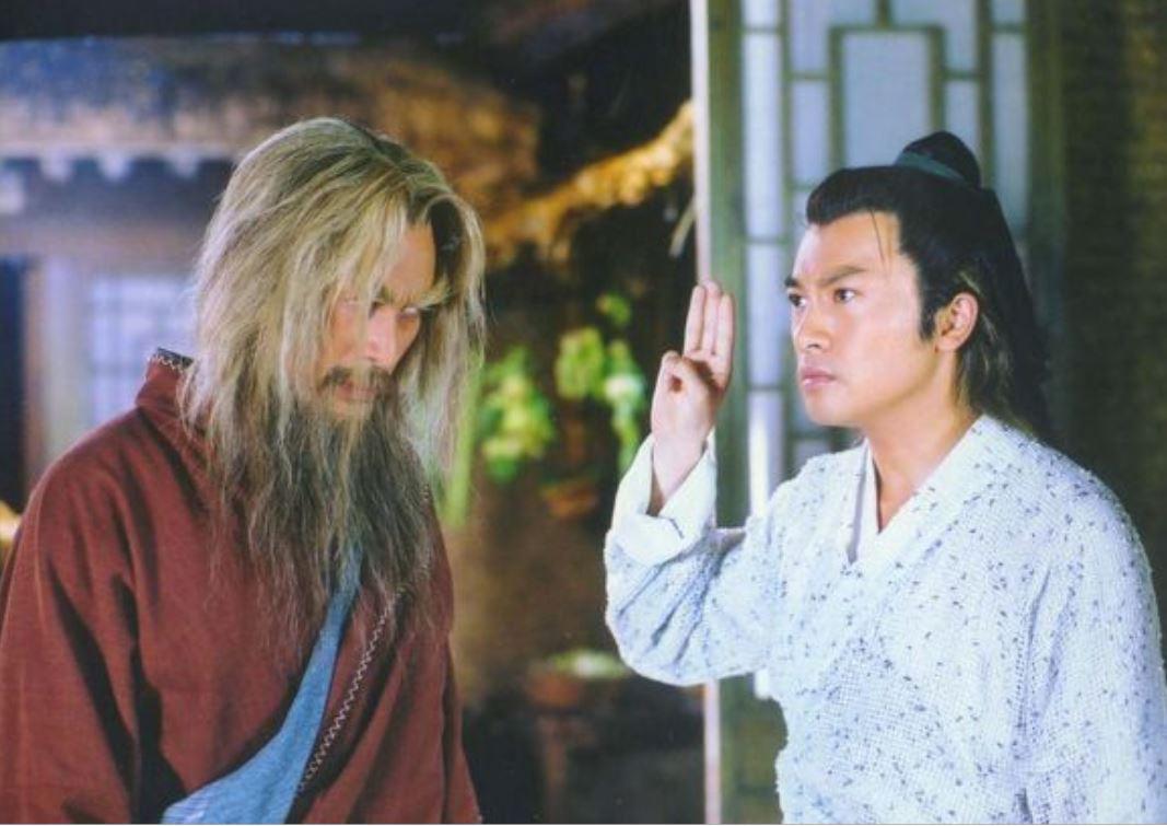徐锦江回应《倚天》人工翻白眼,还因此脸上中剑