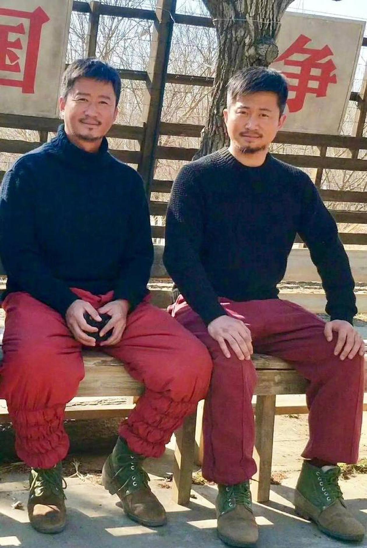 吴京和替身合影引热议 相似度超高连胡子都一样!