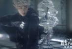 """1月13日,芭莎电影正式发布与人气演员肖战共同演绎的一组""""精灵""""主题时尚大片,开启了一场梦幻""""穿越""""之旅。"""