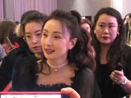 徐峥娶了真的小龙女吧? 47岁陶虹生图少女感满满