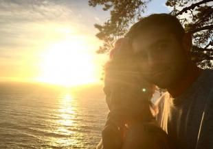 Lady Gaga晒与男友恩爱合照 两人贴脸自拍超甜蜜