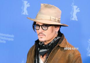 牛仔范儿! 德普出席柏林电影节《水俣病》记者会