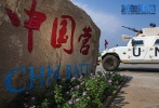 """值此八一建军节之际,中国首部海外维和战地纪实电影《蓝色防线》发布""""蓄势待发""""版海报及首款预告。本片历时五年,真实记录了我国第一支成建制维和步兵营在南苏丹执行维和任务、保护当地难民营安全的故事。2020年正值中国参与联合国维和行动30周年,在国际形势风云变幻的当下,本片不仅彰显了中国作为负责任的大国,为维护世界和平与安全做出的重大贡献,也展现了中国维和军人矢志不移守望和平的坚定决心,以及中国人民对和平的珍视与热爱,同时向全体维和人员致以最崇高的敬意,为世界和平献礼"""