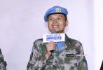 """9月15日晚,电影《蓝色防线》在北京举行首映礼。该片是我国""""首部海外维和战地纪实电影"""",真实记录了第二批中国赴南苏丹维和步兵营全体官兵在当地执行任务,在战火纷飞中保护当地联合国难民营安全的亲身经历。"""