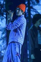 嗑到了!萌德×比伯合作新单 全美奖首唱舞台照