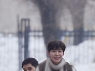 范丞丞骑车载王安宇 《左肩有你》曝雪天拍摄路透