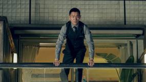 《拆弹专家2》正片片段 刘德华十米高楼跳入泳池