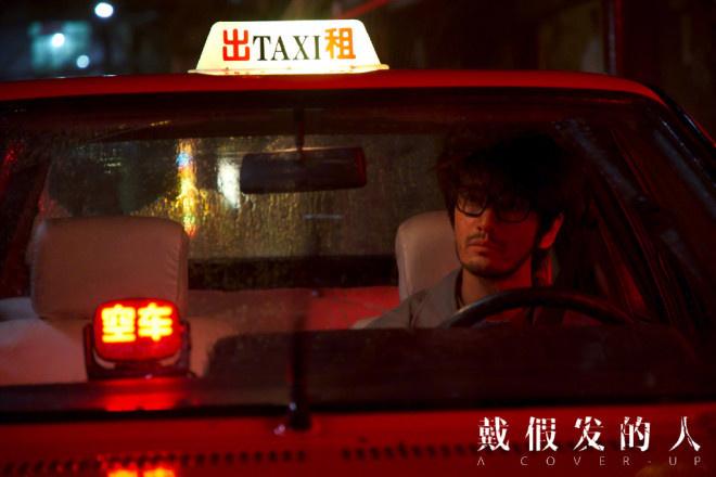 《戴假发的人》杀青 黄晓明出租车司机造型首曝光