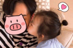 伊能静发女儿亲吻哥哥照片:看到重男轻女好难过