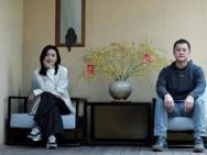 李亚鹏与小19岁女友拍情侣写真 休闲造型气氛甜蜜