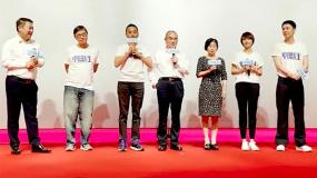 """《中国医生》武汉首映 张涵予称张定宇才是""""真正的硬汉"""""""