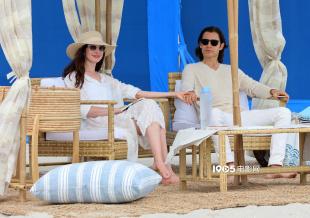 海瑟薇与莱托少爷海边拍新片 穿白色情侣装超般配