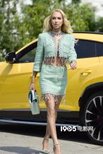 金发尤物!女星克莉丝汀·奎因秀长腿 身材高挑迷人