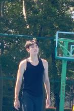 网友偶遇陈飞宇打篮球 穿无袖背心生图状态好绝