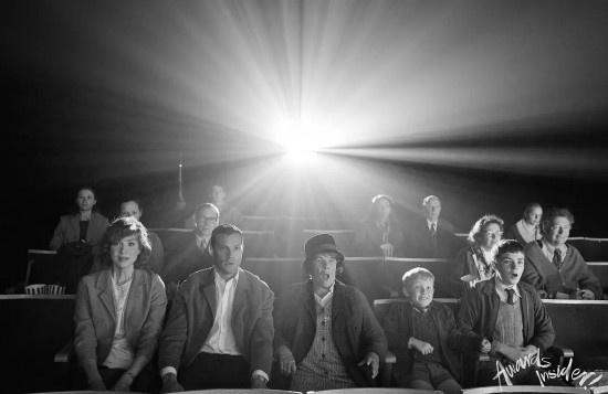 《贝尔法斯特》曝预告 布拉纳私人故事黑白影像