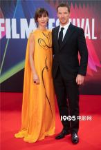 卷福携妻子出席《犬之力》首映 甜蜜对视频放闪