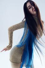 Angelababy释酷美大片 孔雀蓝挑染造型酷飒迷人