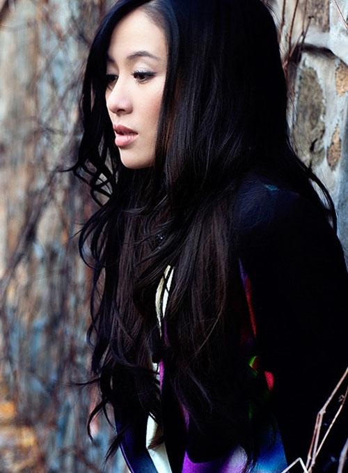 叶璇全新写真优雅复古 扎染黑裙尽显迷幻色彩图片