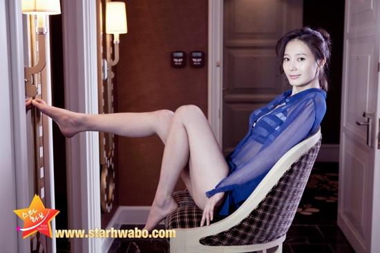 安慧京公开比基尼写真 韩国美女主播显现S曲线