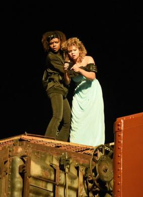 德蒂拉和兰尼抢劫了一辆火车