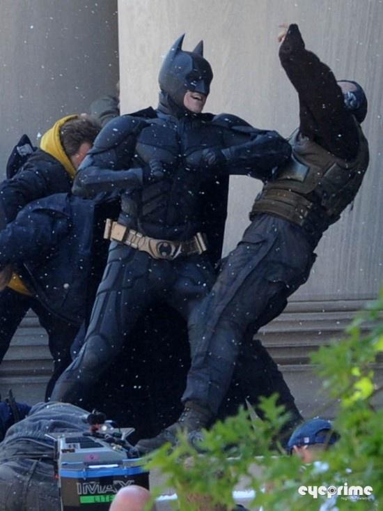 """蝙蝠侠前传预告片_""""蝙蝠侠""""超长预告爆炸震撼 贝尔被扁命悬一线(10)_好莱坞_电影 ..."""