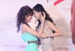 """《第一次》剧组袁咏琳和杨颖玩""""缠绵"""""""