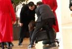 """11月4日,《变形金刚4:绝迹重生》完成在天津的取景继续转战北京盘古大观拍摄,此前由电影网举办的 """"《变形金刚4》中国演员招募活动""""中胜出的百强选手纪培慧、吉丽、柯念萱、李沛勳、周天娇子等也现身片场。"""