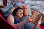 电影里的布鲁斯·威利斯也有过中国妻子,《环形使者》中饰演他妻子的许晴虽然戏份不多,但却展现了东方女性的柔美和风情,一颦一笑令人心醉。两个人不仅展示了幸福的爱情生活,激情戏也让人心潮澎湃。
