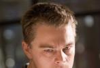 2014年,美国当地时间3月2日,北京时间3月3日,第86届奥斯卡金像奖最佳男主角花落马修·麦康纳。奥斯卡上的镜头给了新任影帝,但是奥斯卡下的目光却更多地给了莱昂纳多·迪卡普里奥。莱昂纳多在《华尔街之狼》中的大尺度表演并没有打动评委,影帝争夺战中再一次败北,五度冲奥失败。
