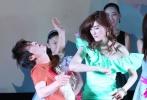 """成龙监制的爱情喜剧电影《缘来是游戏》5月20日在京举行首映式,导演陈勋奇,携主演马国明、林芮西、雨书、温碧霞、李斯丹妮等到场。四位女演员劲歌热舞《咏春STYLE》,动感十足,成龙也通过VCR送上祝福。当天,""""TVB笋盘""""马国明成为人气最高的明星,遭到影迷疯狂围堵。据悉,《缘来是游戏》将于5月23日在全国公映。"""