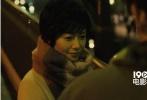 瑛太与松田龙平联袂共演的新片《真幌站前狂骚曲》预告片与海报正式公开。共同经营便利屋的二人,将共同面对不擅长照顾孩子、公交劫持事件等系列史上的最大危机。
