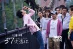 平安夜将至,青春爱情电影《37次想你》将在12月24日如期上映。这部由郭廷波导演,国内一线青年演员付辛博、白冰、谭维维、傅颖、吉杰等联袂出演的电影可谓看点多多,不但集感人故事与如画风景于一身,主演们更是亲自上阵演唱量身定做的主题曲,而香港乐坛前辈钟伟强的加入更是为影片增色不少。