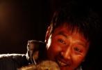 """3D《狼图腾》将于2月13日18:00到2月14日24:00举行情人节特别献映活动,预计共将放映过万场。之所以举行如此大规模的献映活动,除去市场因素考量外,更多的是《狼图腾》这部影片的""""情感因素""""。"""